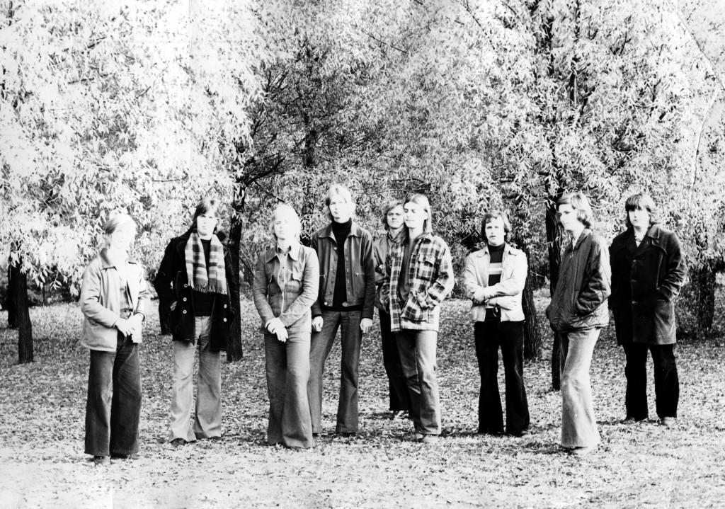 Tapani Kansan Sunshine-kesäshown pienempi tanssibändi, jolla Kansaa säestettiin aina kevääseen 1973. Tässä kuvassa mukana mm Simo Salminen (vas) Pekka Mesimäki ja Vakkilainen keskellä ja allekirjoittanut oikealla.