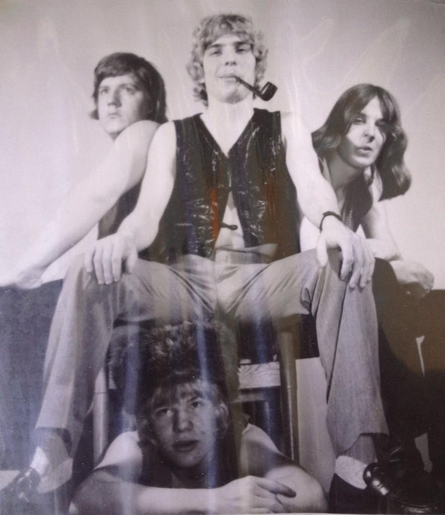Markku Peimolan kvartetti 1971. Kuvassa Markku ja Ilkka Peimola (päällekkäin), allekirjoittanut sekä oikealla Basisti Nalle Hagelberg